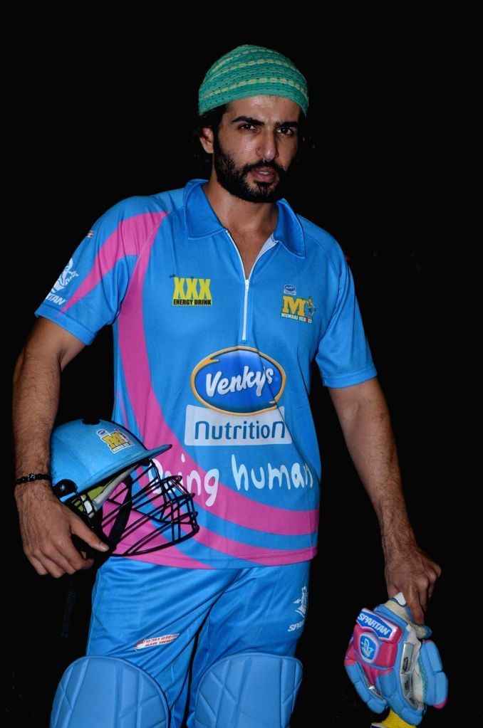Actor Jay Bhanushali during the Corporate Cricket Match Season 2, in Mumbai, on Oct 26, 2015. - Jay Bhanushali