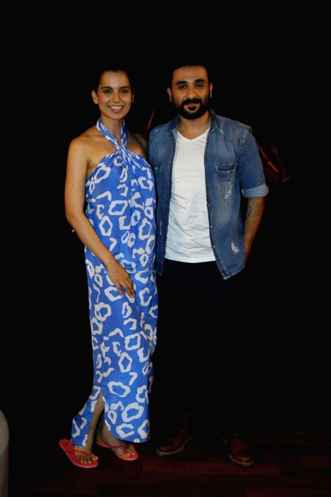 Actor Kangana Ranaut and Vir Das during the promotion of upcoming film Revolver Rani in Mumbai on April 17, 2014. - Kangana Ranaut