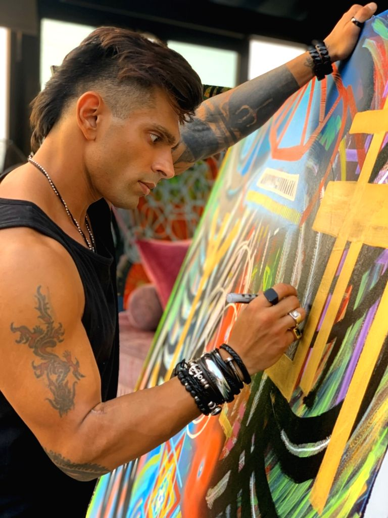 Actor Karan Singh Grover, who has ventured into painting, has now tried his hands on abstract painting. Karan shared that painting is a creative release for him. He has been painting for a couple of ... - Karan Singh Grover