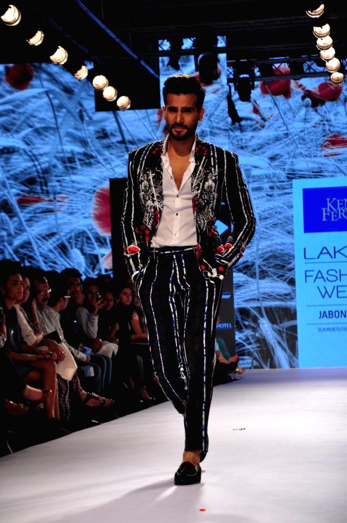 Actor Karan Tacker showstopper for Ken Ferns show at Lakme Fashion Week Summer/Resort 2015 in Mumbai on March 21, 2015 - Karan Tacker