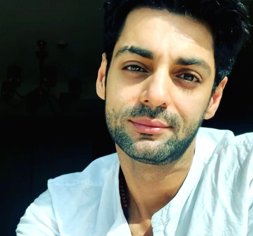 Actor Karan Wahi has tried to change his appearance for his upcoming web show. He has slashed his eyebrow a little to get into the new look for his character. - Karan Wahi