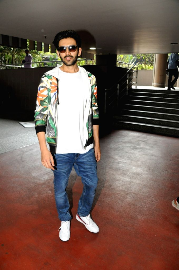 Actor Kartik Aaryan seen at Chhatrapati Shivaji International Airport in Mumbai on March 27, 2018. - Kartik Aaryan