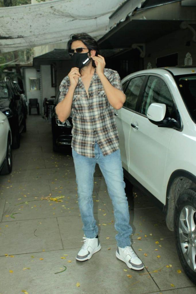 Actor Kartik Aaryan seen at Juhu in Mumbai on Jan 8, 2021. - Kartik Aaryan