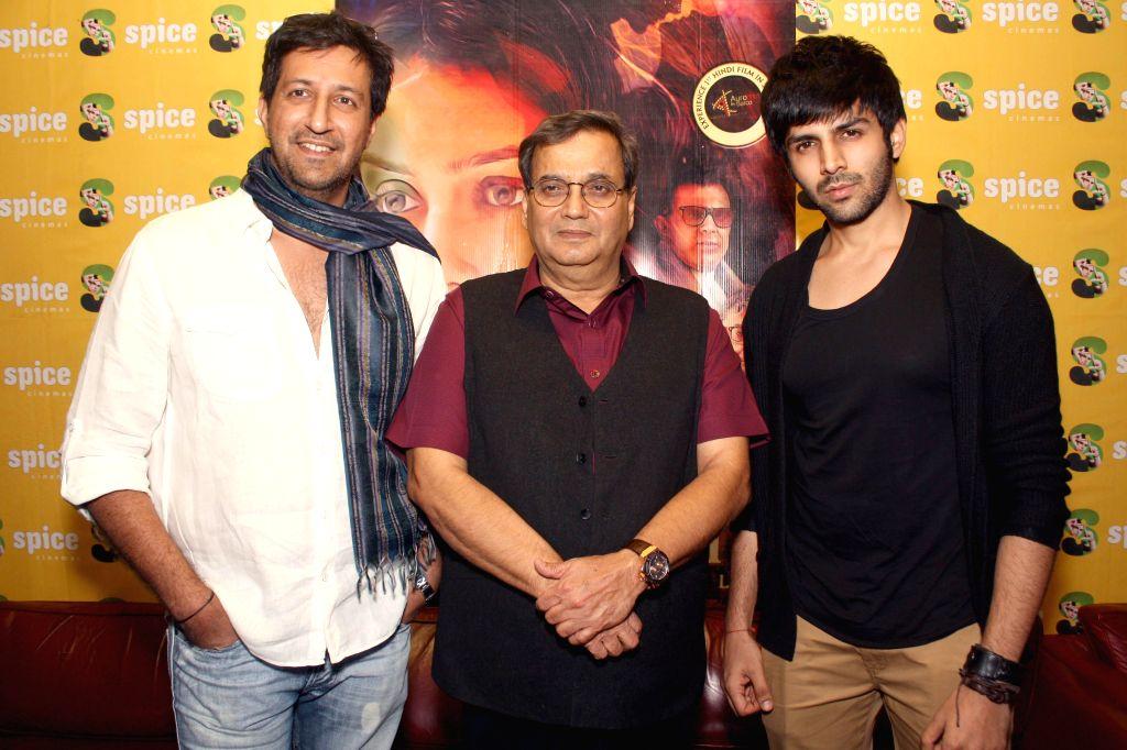 Actor Kartik Aaryan with filmmaker Subhash Ghai during a press conference to promote their upcoming film 'Kaanchi' in Noida on April 18, 2014. - Kartik Aaryan
