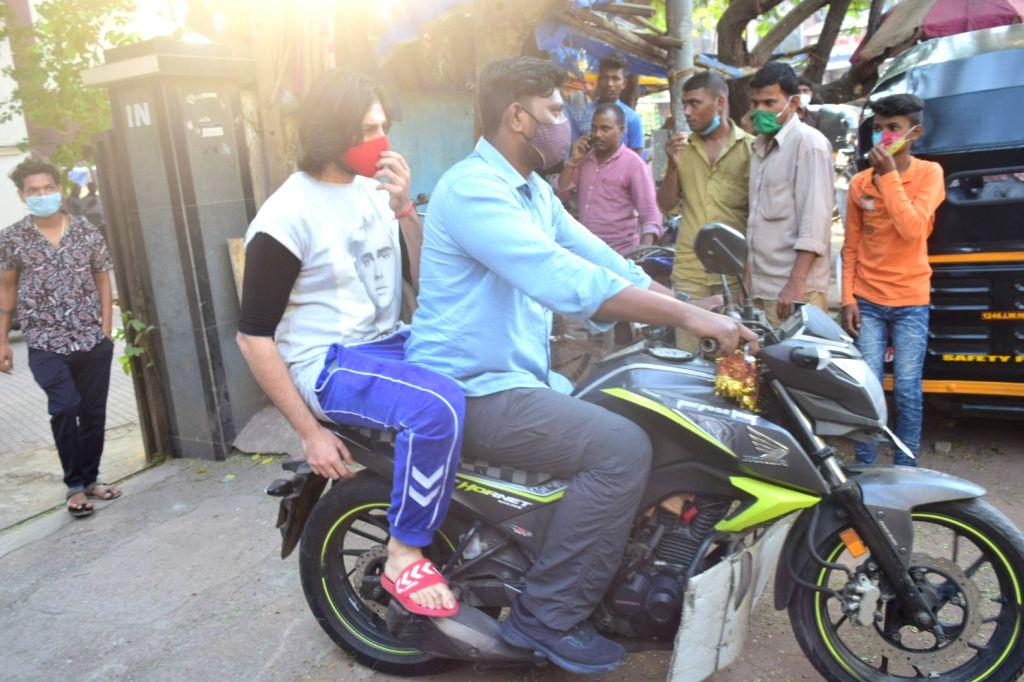 Actor Kartik Aryan seen at a Khar gym in Mumbai on Nov 26, 2020. - Kartik Aryan
