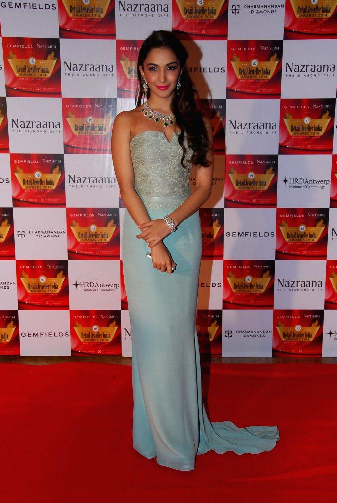 Actor Kiara Advani during the 10th Annual Gemfields and Nazraana Retail Jeweller India Awards 2014 in Mumbai on July 19, 2014. (Photo : IANS) - Kiara Advani