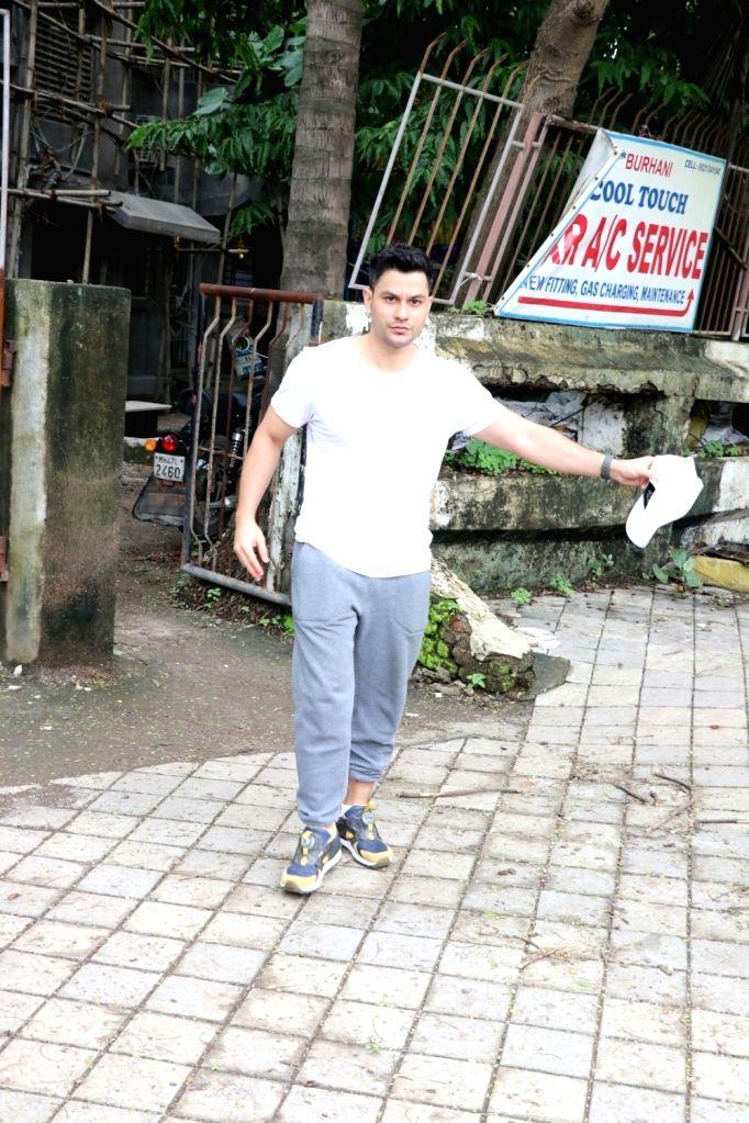 Actor Kunal Kemmu seen at a salon in Juhu, Mumbai's Bandra on July 20, 2018. - Kunal Kemmu