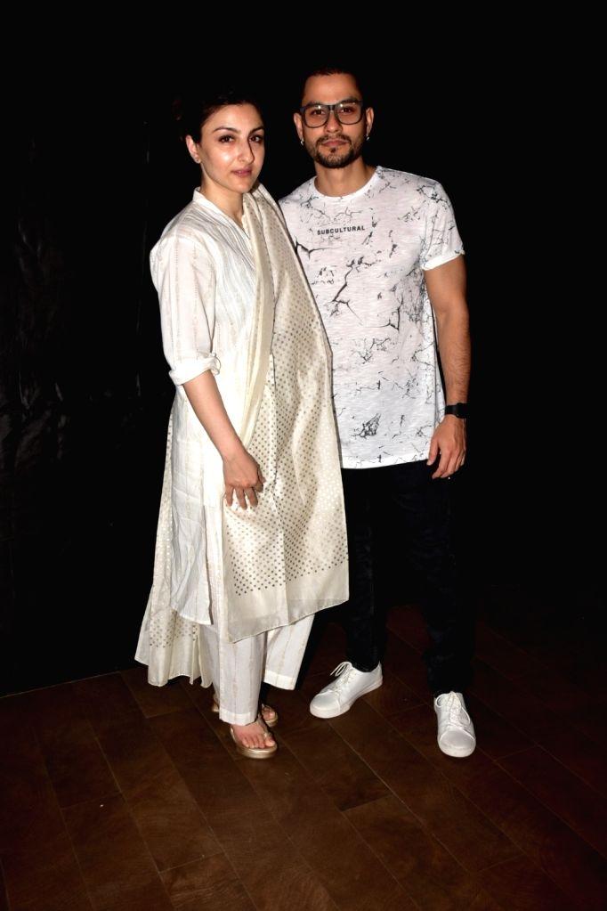 "Actor Kunal Khemu along with his wife Soha Ali Khan at the special screening of film ""An Insignificant Man"" in Mumbai on Nov 12, 2017. - Kunal Khemu and Soha Ali Khan"