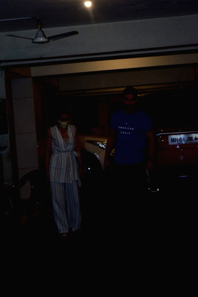 Actor Kunal Khemu & Soha Ali Khan spotted at Kareena Kapoor's house in Mumbai's Bandra on October 26, 2020. - Kunal Khemu, Soha Ali Khan and Kareena Kapoor