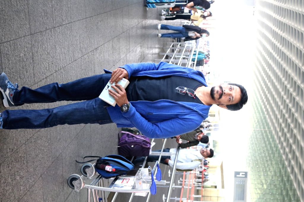 Actor Mahesh Shetty seen at the Chhatrapati Shivaji Maharaj International Airport in Mumbai on Nov 21, 2020. - Mahesh Shetty