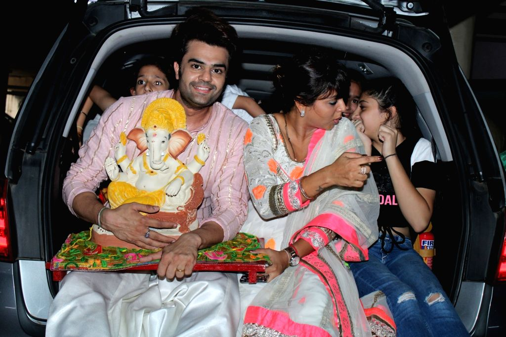 Actor Manish Paul and his wife Sanyukta Paul take the idol of Lord Ganesha for Ganesh 'Visarjan' in Mumbai on Sep 3, 2019. - Manish Paul