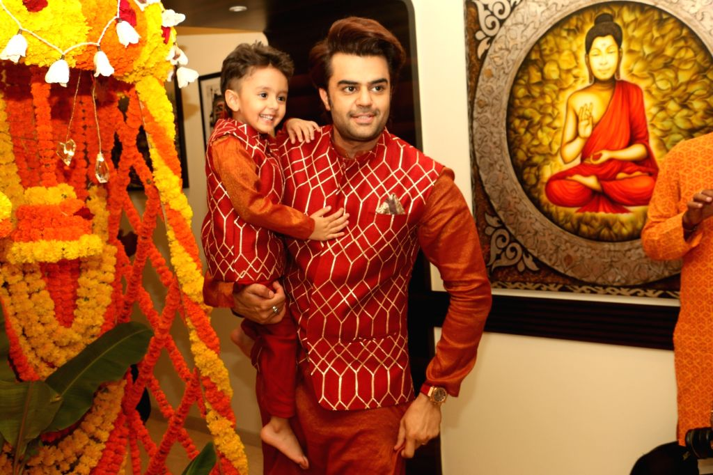 Actor Manish Paul during Ganesh Chaturthi celebrations at their residence in Mumbai on Sep 2, 2019. - Manish Paul