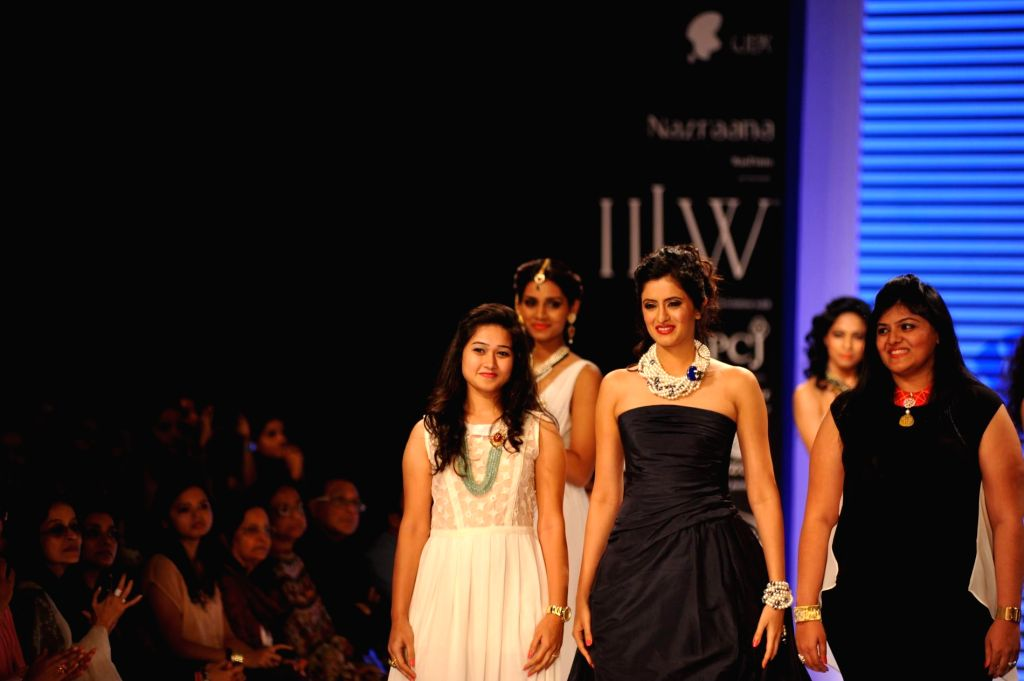 Actor Mihika Verma walks on the ramp showcase the jewellery by Indian Institute of Gems and Jewellery (IIGJ) during the India International Jewellery Week (IIJW) in Mumbai, on July 14, 2014. - Mihika Verma