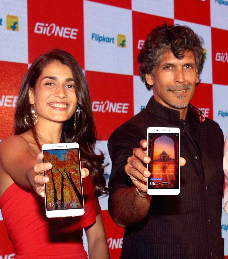 Actor Milind Soman at the launch of Gionee India`s Marathon Champion Smartphone in Bengaluru on Nov. 24, 2015. - Milind Soman