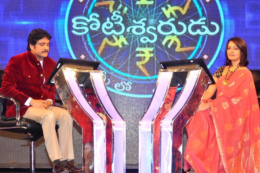 Actor Nagarjuna with his wife Amala during the launch of 'Mee lo Evaru Kotiswarudu' a television game show which will be aired from 1st week of June, in Hyderabad on April 18, 2014. - Nagarjuna