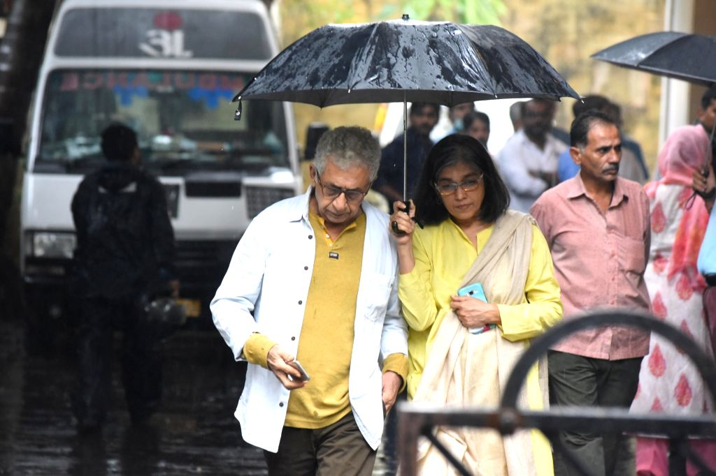 Actor Naseeruddin Shah along with his wife Ratna Pathak Shah attend the funeral of late actor-filmmaker Shashi Kapoor in Mumbai on Dec 5, 2017. The romantic screen icon of the 1970s and early ... - Naseeruddin Shah, Ratna Pathak Shah and Shashi Kapoor