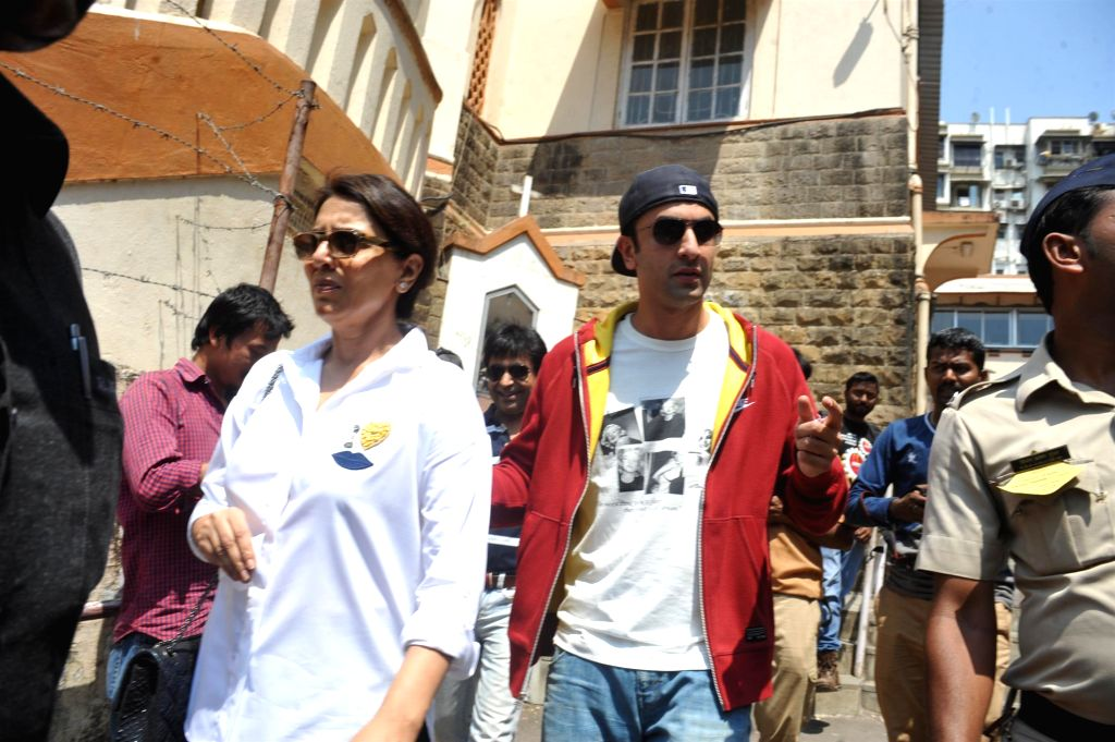 Actor Neetu Singh along with her son actor Ranbir Kapoor after casting their vote for the Lok Sabha elections, in Mumbai, on April 24, 2014. - Neetu Singh and Ranbir Kapoor