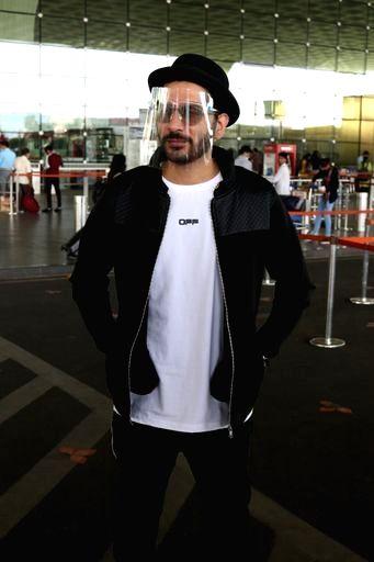 Actor Nitin Mirani seen at the Chhatrapati Shivaji Maharaj International Airport in Mumbai on Nov 24, 2020. - Nitin Mirani