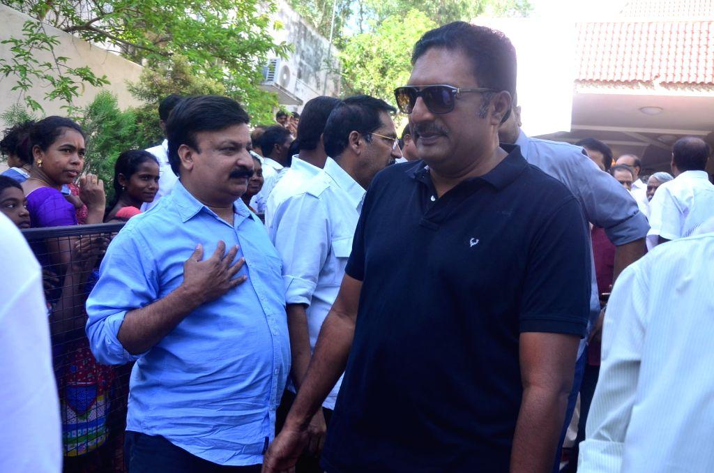 Actor Prakashraj pays last respect to Dasari Narayana Rao at his residence. - Prakashraj and Dasari Narayana Rao