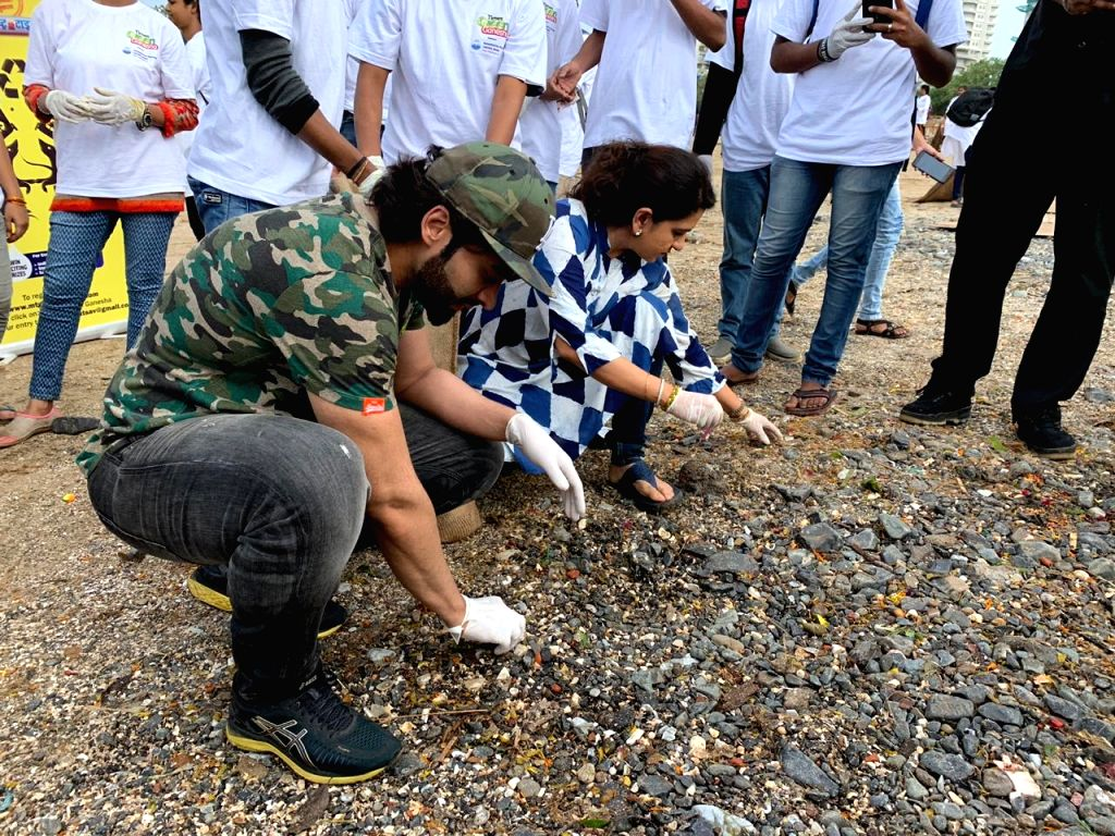 Actor-producer Jackky Bhagnani on Friday reached Girgaon Chowpatty here to clean up the beach. Every year, post-Ganesh Visarjan celebrations, several volunteers take up the initiative of cleaning the beach and he is one of them.