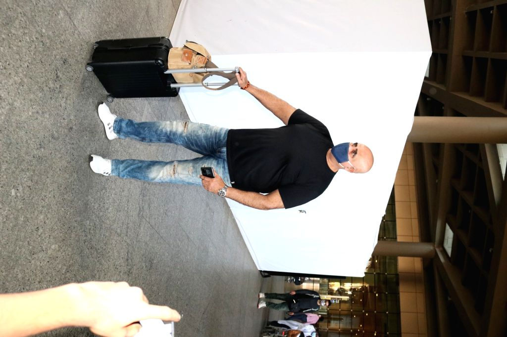Actor Puneet Issar seen at the Chhatrapati Shivaji Maharaj International Airport in Mumbai on Nov 21, 2020. - Puneet Issar