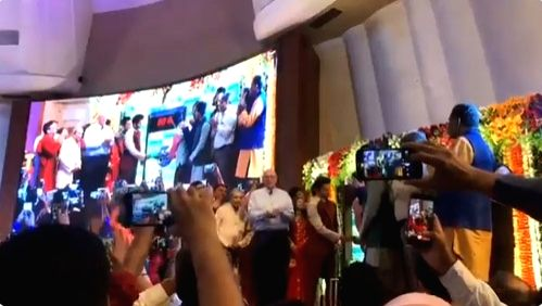 Actor Rajkummar Rao along with BSE's MD and CEO Ashish Chauhan and other dignitaries ringing the BSE Bell to mark the Muhurat Trading on the occasion of Diwali at Bombay Stock Exchange in ... - Rajkummar Rao and Ashish Chauhan