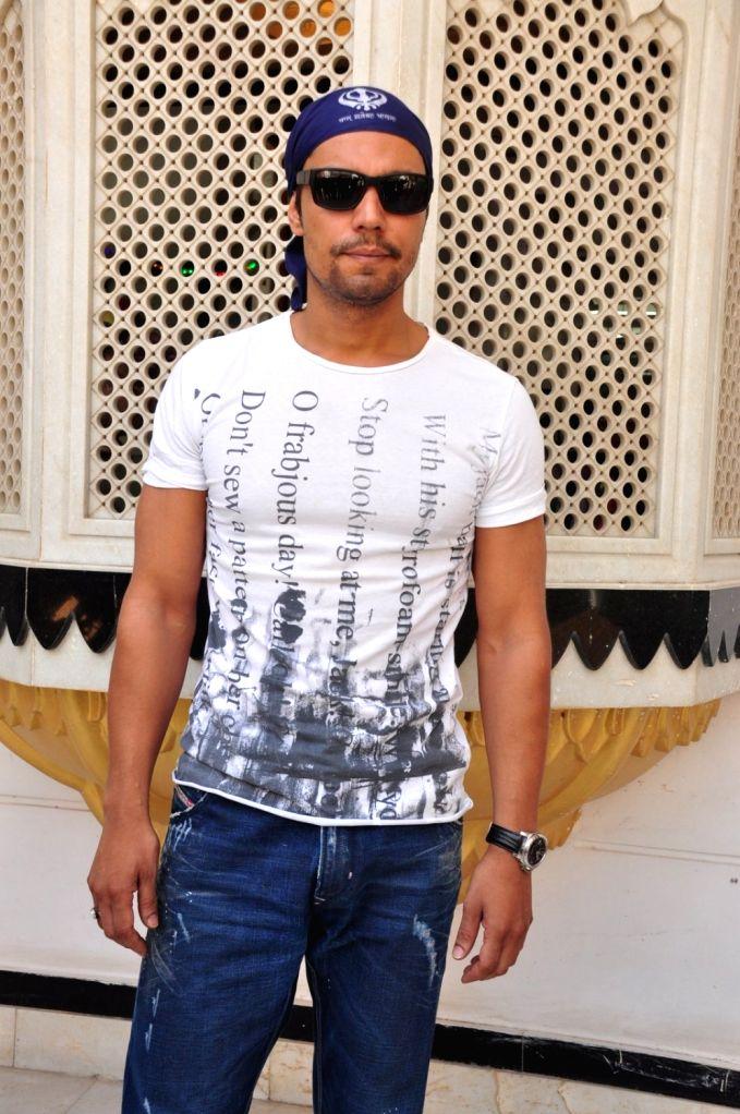 Actor Randeep Hooda during the re-release of film Nanak Nam Jahaz Hai in colour format in Mumbai on Nov 18, 2015. - Randeep Hooda