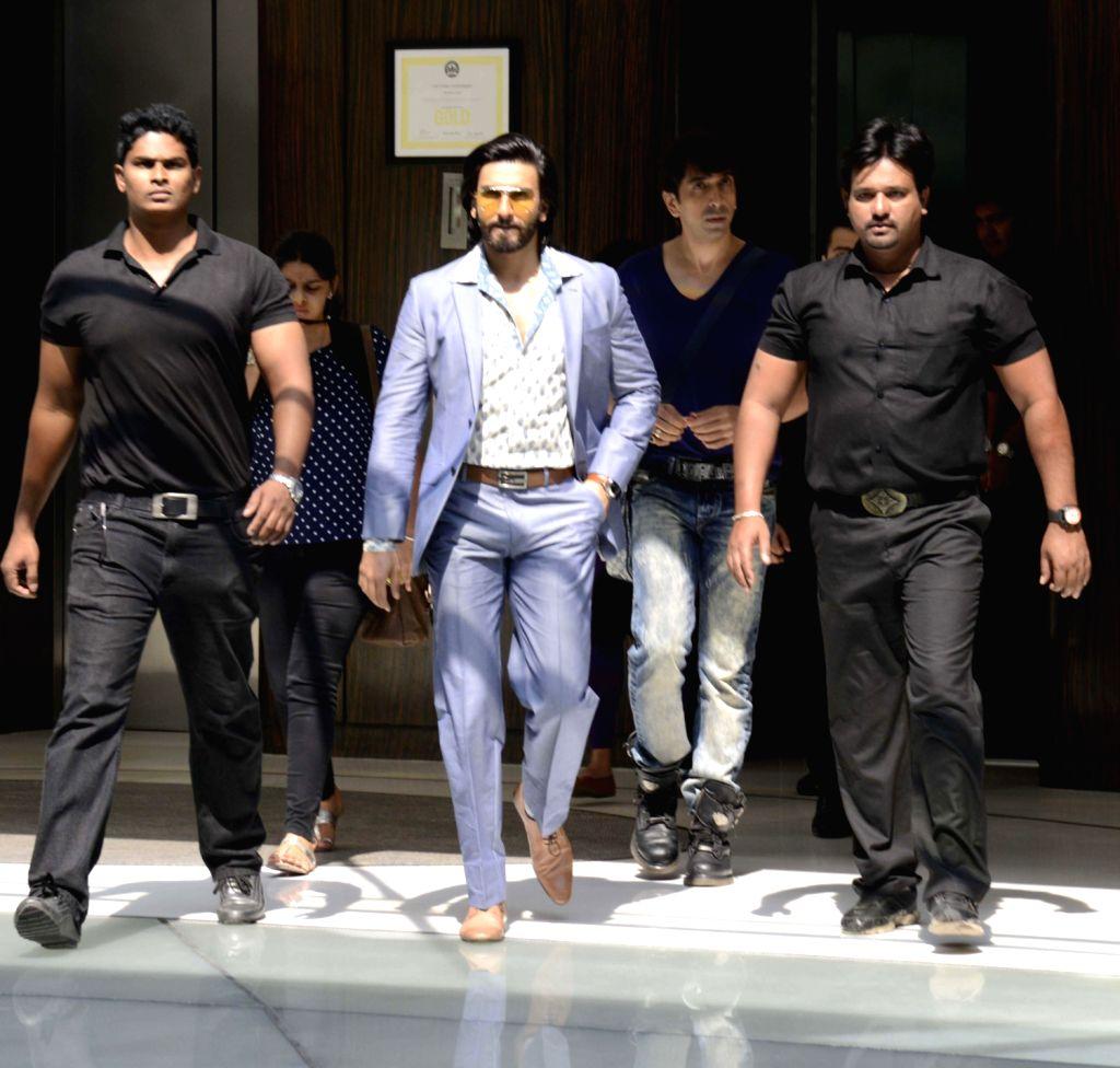 Actors Ranveer Singh and Deepika Padukone during promotion ...