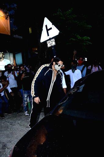 Actor Ranveer Singh seen at Bandra in Mumbai on Sep 15, 2020. - Ranveer Singh