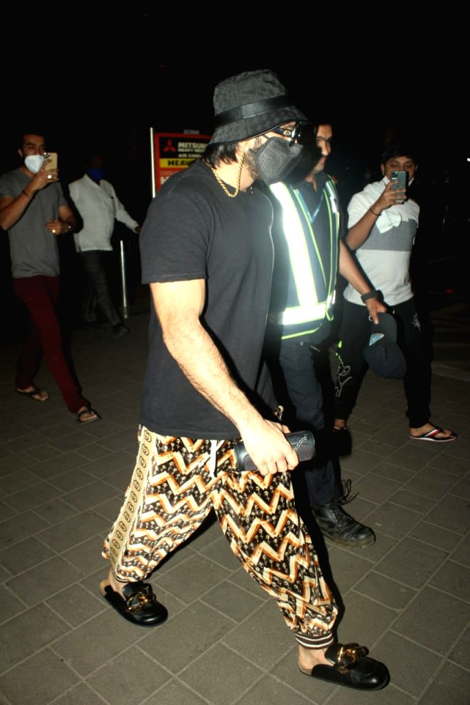 Actor Ranveer Singh seen at the Chhatrapati Shivaji International Airport in Mumbai on Oct 26, 2020. - Ranveer Singh