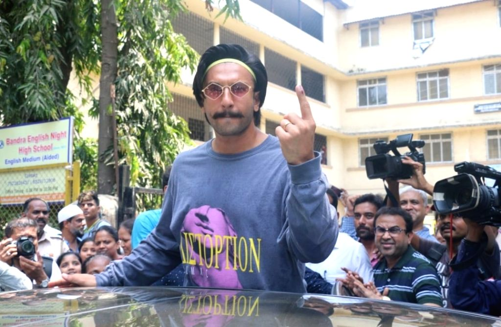 Actor Ranveer Singh shows his forefinger marked with indelible ink after casting his vote for the fourth phase of 2019 Lok Sabha elections, in Mumbai on April 29, 2019. - Ranveer Singh