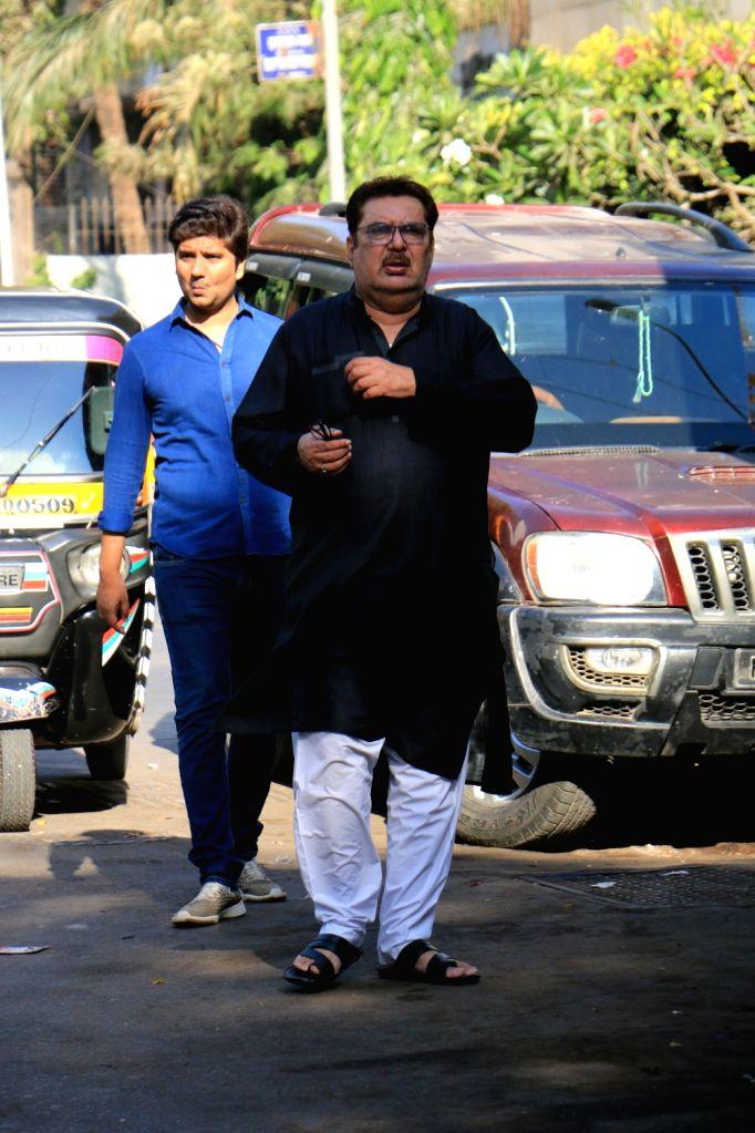 Actor Raza Murad arrives to attend the funeral of acting guru Roshan Taneja in Mumbai on May 11, 2019. - Raza Murad