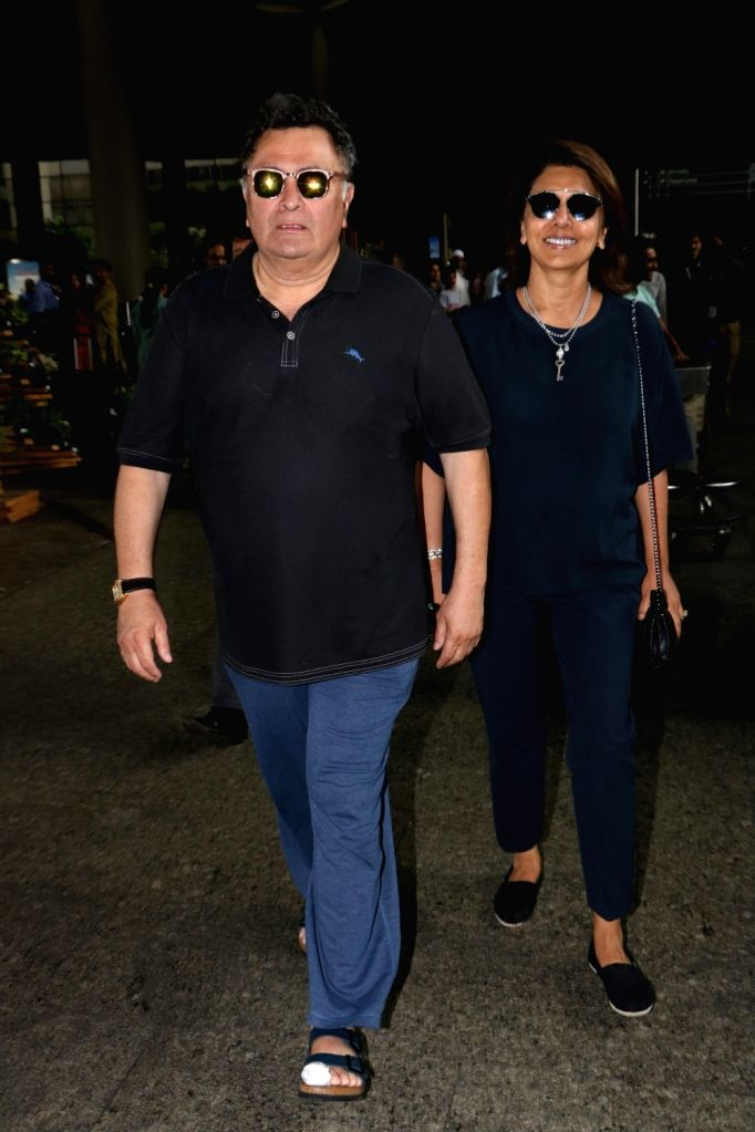 Actor Rishi Kapoor along with his wife Neetu Singh spotted at Chhatrapati Shivaji Maharaj International airport in Mumbai. - Rishi Kapoor and Neetu Singh