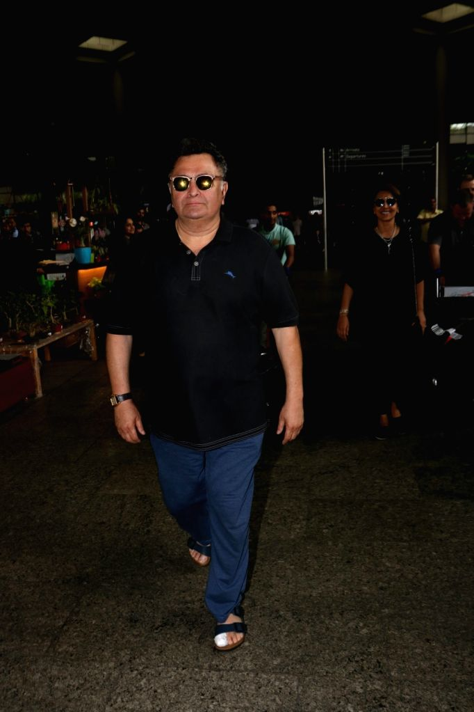 Actor Rishi Kapoor spotted at Chhatrapati Shivaji Maharaj International airport in Mumbai. - Rishi Kapoor