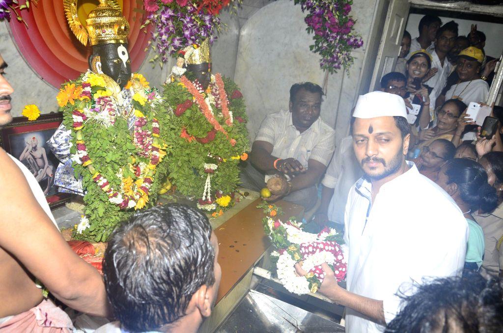 Actor Riteish Deshmukh offer prayers at Vitthal Temple on Ashadhi Ekadashi for the success of his Marathi film Lai Bhaari in Mumbai on July 9, 2014.