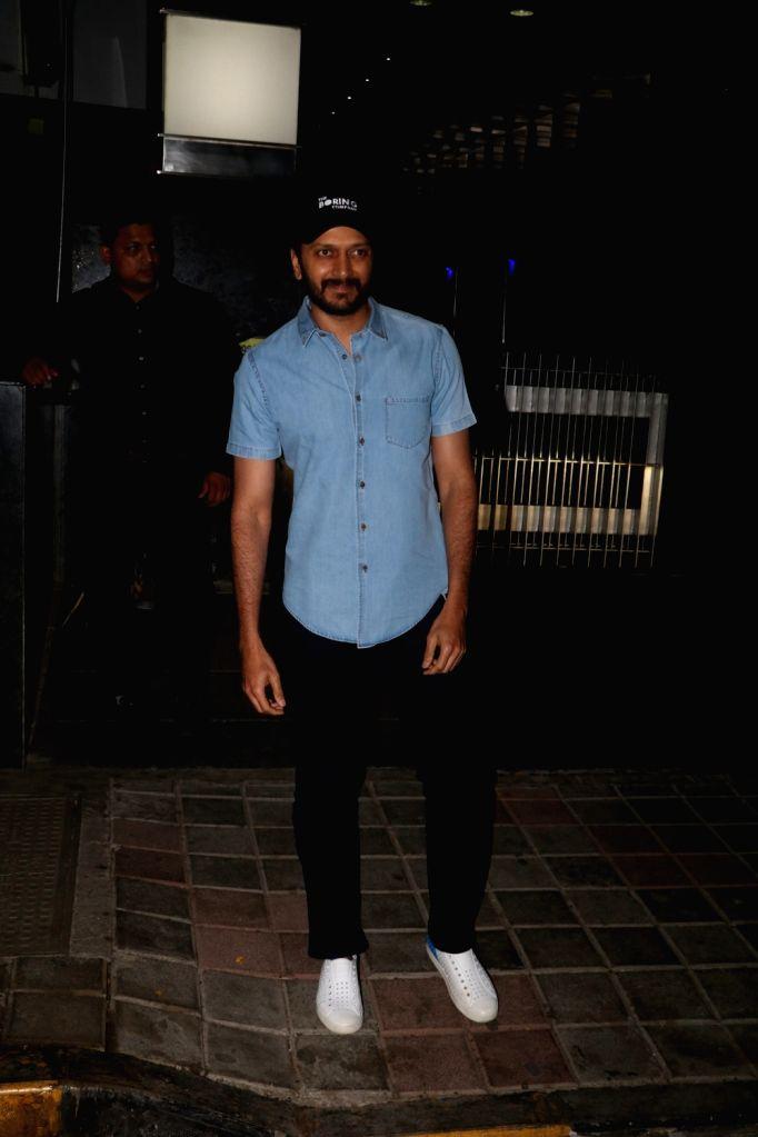 Actor Riteish Deshmukh seen at a restaurant in Bandra, Mumbai on April 6, 2018. - Riteish Deshmukh