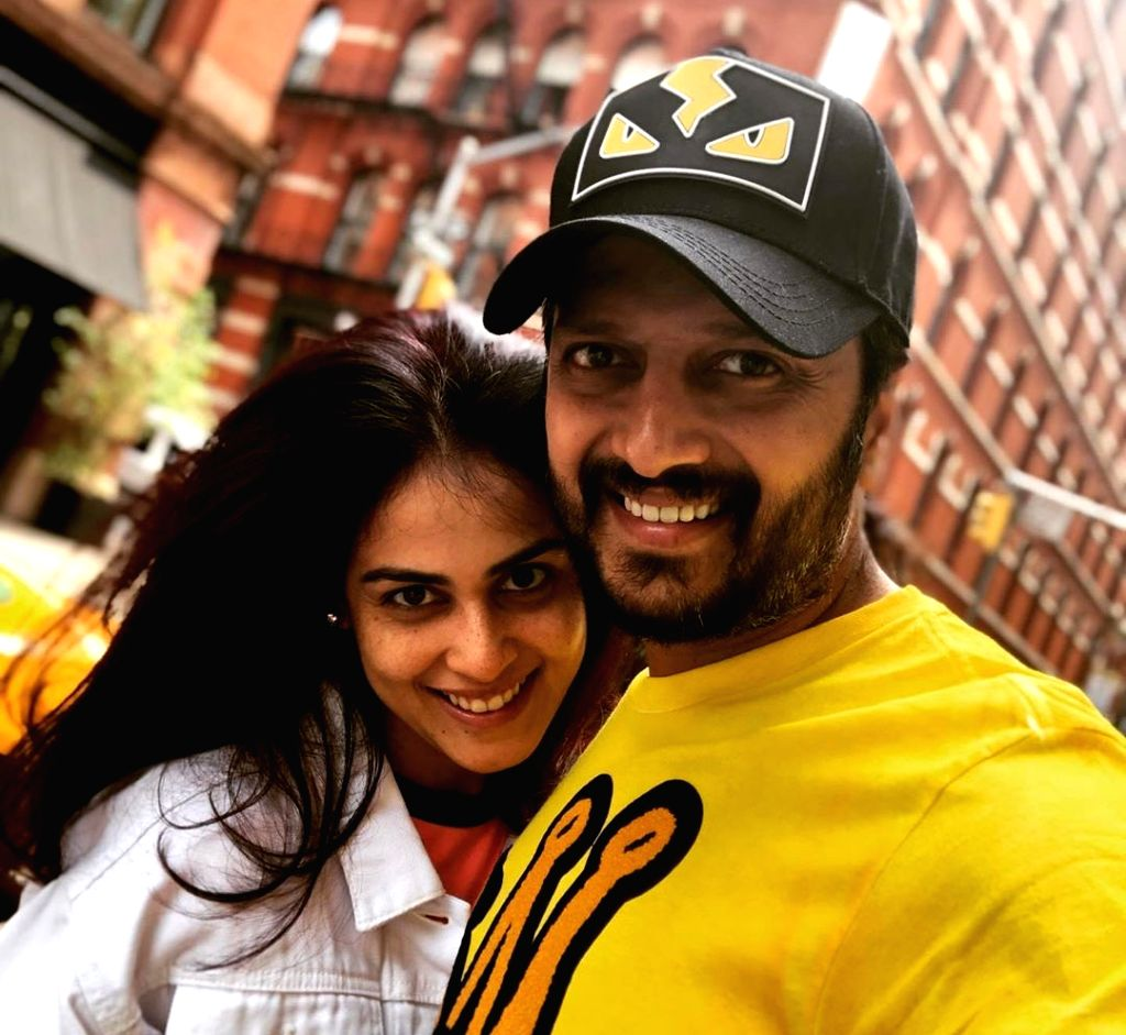 Actor Riteish Deshmukh wife and wife  Genelia - Riteish Deshmukh