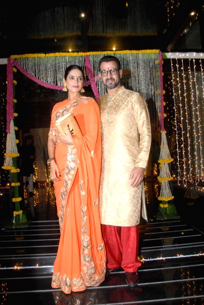 Actor Rohit Roy with his wife Mansi Joshi during Aamir Khan's Diwali celebration in Mumbai, on Oct 30, 2016. - Rohit Roy, Joshi and Aamir Khan
