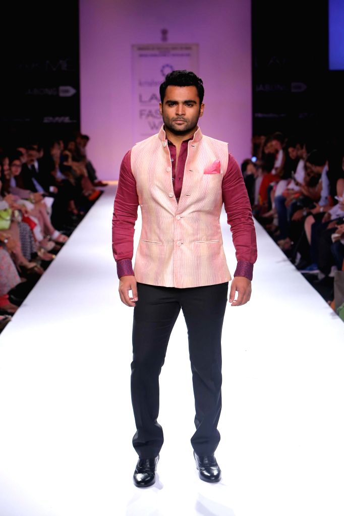 Actor Sachin Joshi displays the creation of fashion designer Krishna Mehta during the Lakme Fashion Week (LFW) Winter/ Festive 2014 in Mumbai, on Aug. 21, 2014. - Sachin Joshi