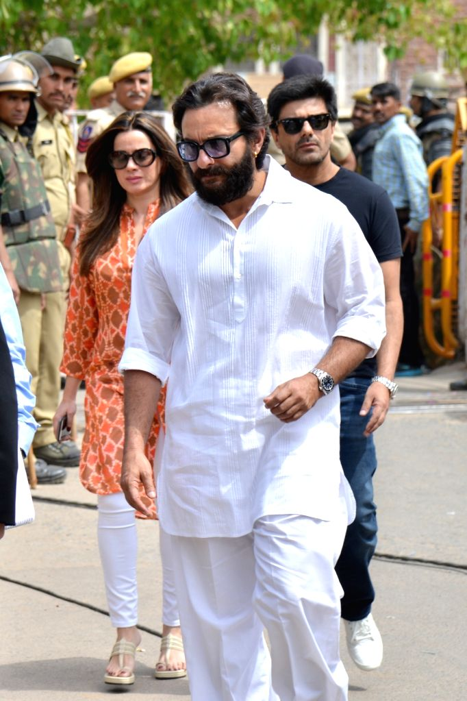 Actor Saif Ali Khan arrives to appear before a Jodhpur rural court in connection with the hearing in black buck poaching case, on April 5, 2018. While Actor Salman Khan was found guilty on ... - Saif Ali Khan and Salman Khan