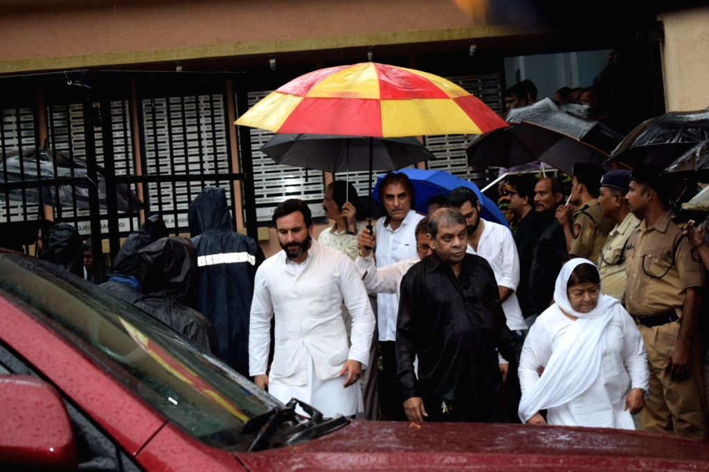 Actor Saif Ali Khan attends the funeral of late actor-filmmaker Shashi Kapoor in Mumbai on Dec 5, 2017. The romantic screen icon of the 1970s and early 1980s died aged 79. The cause of death ... - Saif Ali Khan and Shashi Kapoor