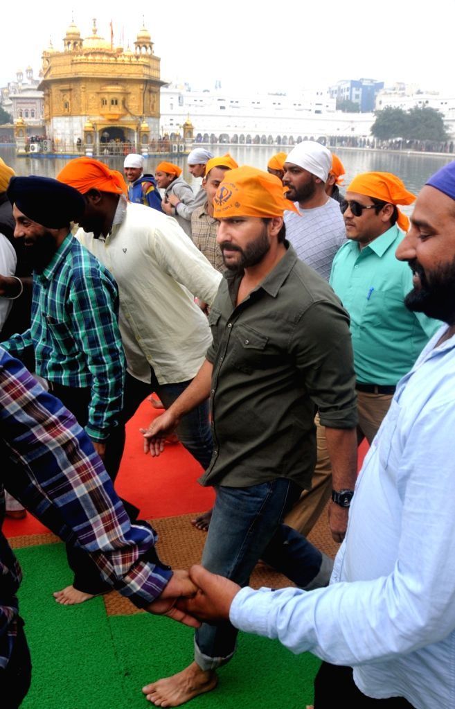 Actor Saif Ali Khan pays obeisance at the Golden temple in Amritsar on Nov 23, 2016. - Saif Ali Khan