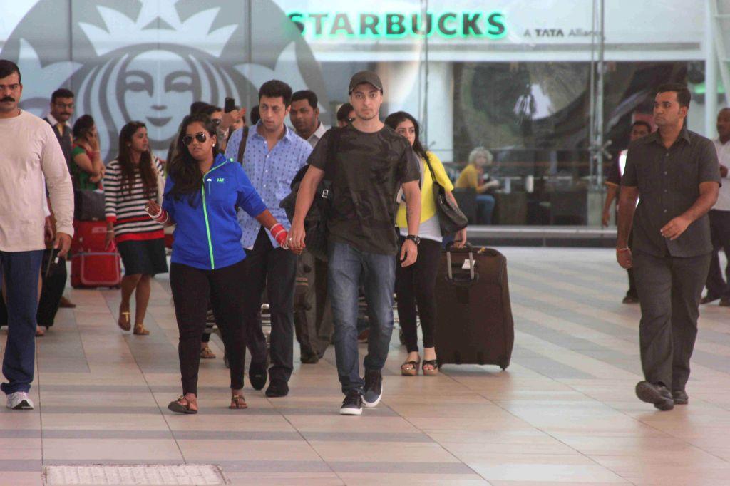 Actor Salman Khan's sister Arpita Khan along with her husband Aayush Sharma arrive at Mumbai airport after her marriage in Hyderabad, in Mumbai on Nov. 20, 2014. - Salman Khan