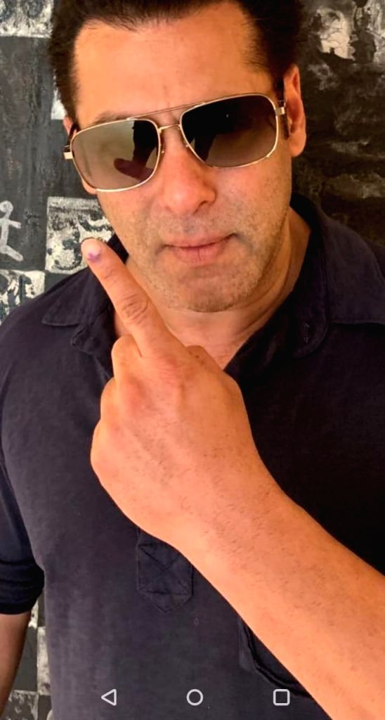 Actor Salman Khan shows his forefinger marked with indelible ink after casting his vote for the fourth phase of 2019 Lok Sabha elections, in Mumbai on April 29, 2019. - Salman Khan