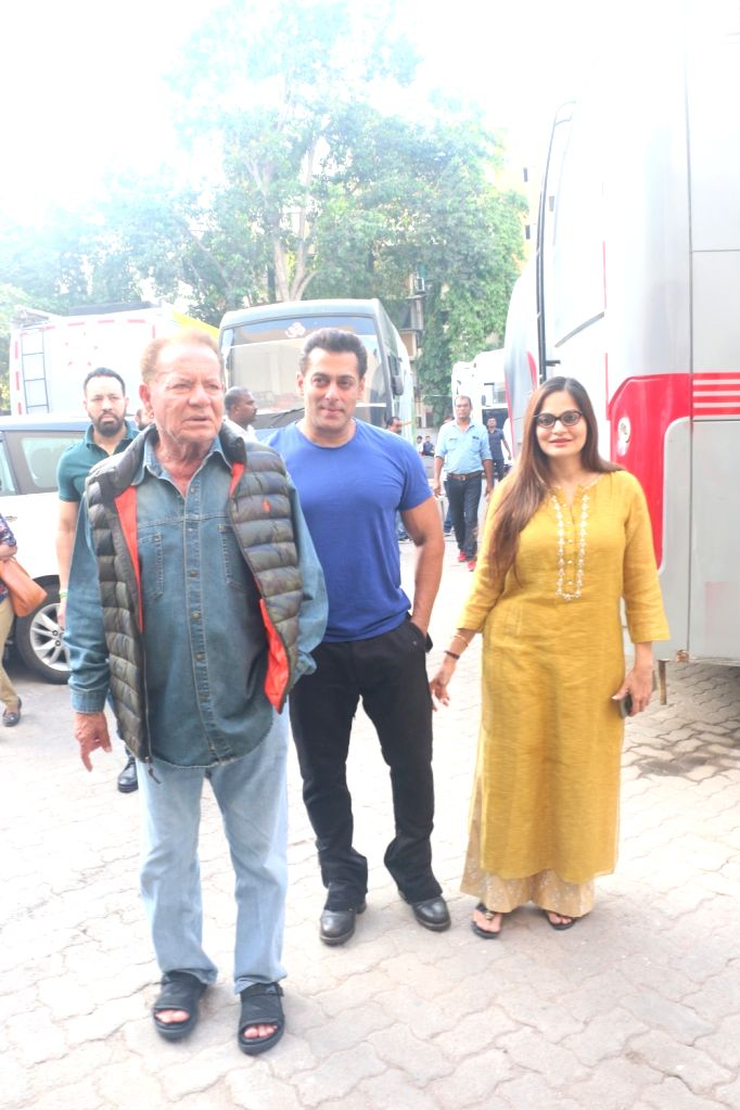 Actor Salman Khan with his father and screenwriter Salim Khan and film producer Alvira Khan Agnihotri seen outside a film Studio in Mumbai's Bandra, on May 31, 2019. - Salman Khan and Alvira Khan Agnihotri
