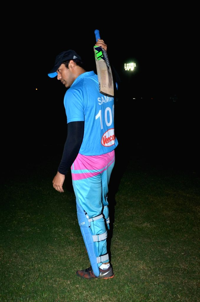 Actor Sameer Kochhar during the Corporate Cricket Match Season 2, in Mumbai, on Oct 26, 2015. - Sameer Kochhar