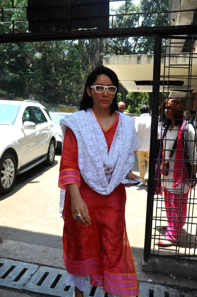 Actor Sanjay Dutt's wife Manyata Dutt after casting her vote for the Lok Sabha elections, in Mumbai, on April 24, 2014. - Sanjay Dutt and Manyata Dutt