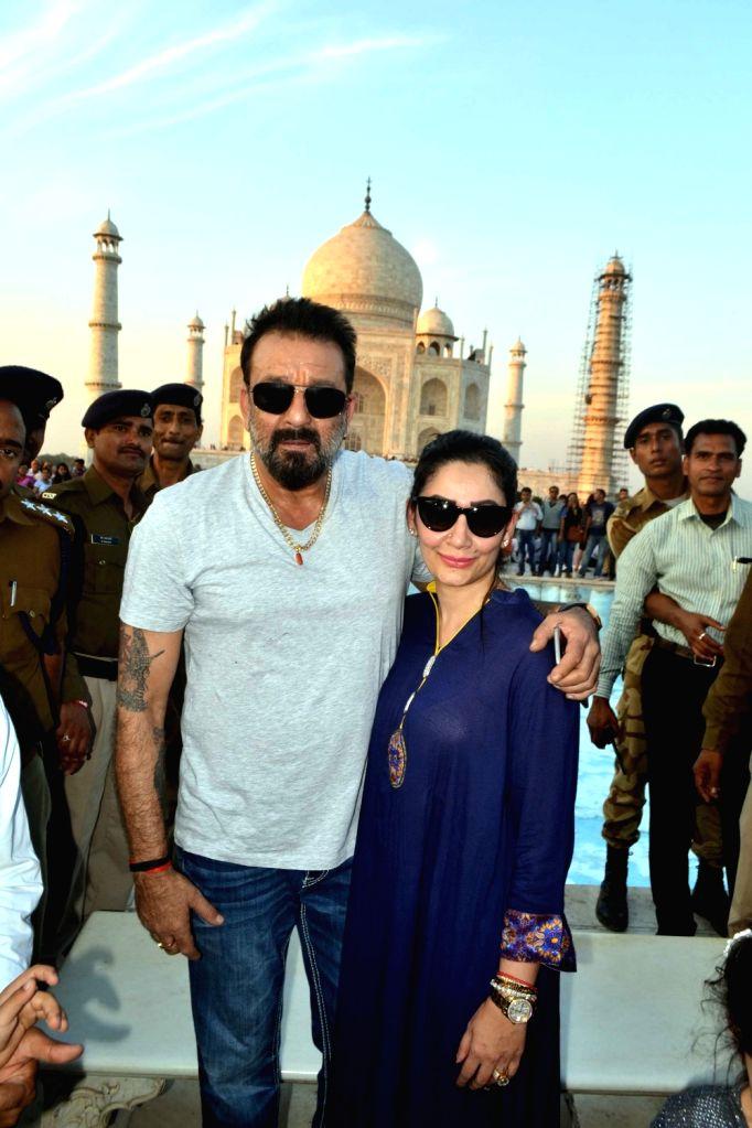 Sanjay Dutt with family visit Taj Mahal