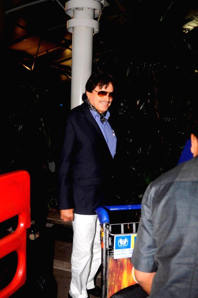 Actor Sanjay Khan spotted at the Chhatrapati Shivaji International airport in Mumbai on Sept. 16, 2016. - Sanjay Khan