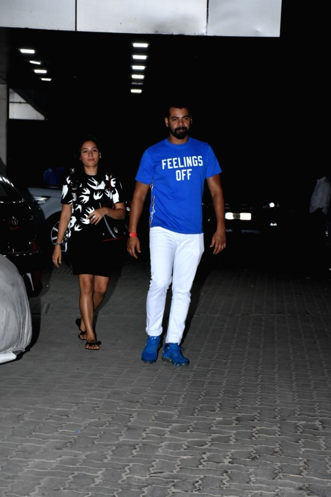 Actor Shabir Ahluwalia with his wife-actress Kanchi Kaul, seen outside actor Sohail Khan's house in Mumbai, on May 12, 2019. - Shabir Ahluwalia and Sohail Khan